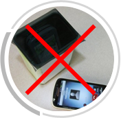 手机放置在金属盒内,开口用普通膜密封,拨打盒内手机,无法接通